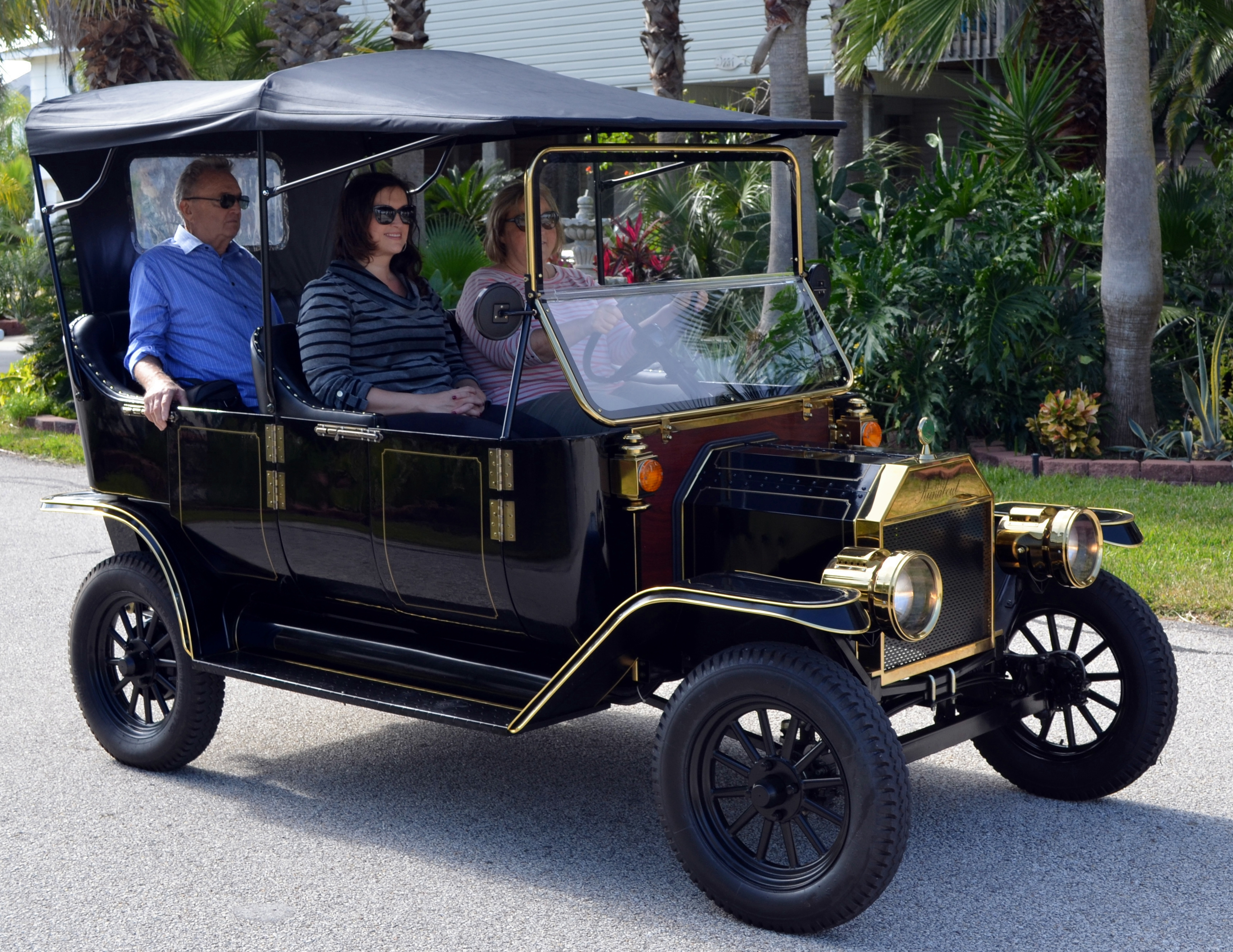 1913 Runabout Model T Four Wheel 2 And 4 Person Surrey